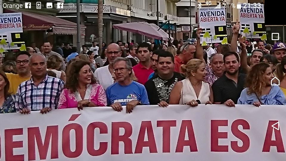Oposición y grupo de gobierno (excepto PSOE) en la Concentración por la Avenida